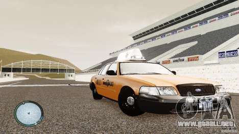Ford Crown Victoria 2003 NYC Taxi para GTA 4 vista hacia atrás