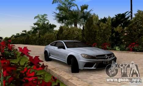 Mercedes-Benz C63 AMG para GTA San Andreas vista hacia atrás