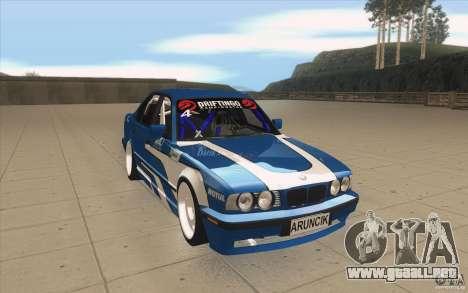 BMW E34 V8 para GTA San Andreas vista hacia atrás