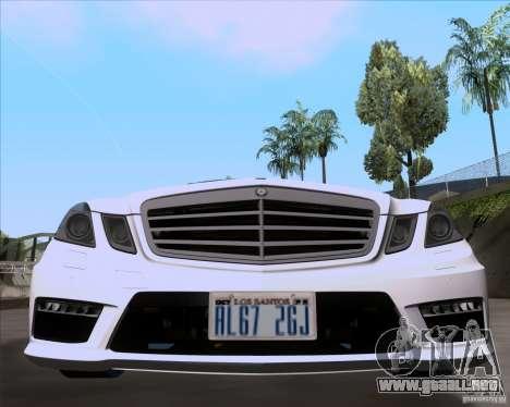 Mercedes-Benz E63 AMG V12 TT Black Revel para GTA San Andreas vista posterior izquierda