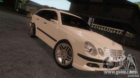 Mercedes-Benz E55 AMG para la visión correcta GTA San Andreas