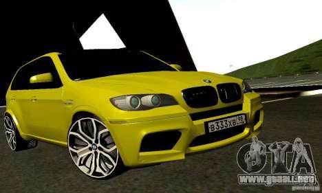 BMW X5M oro para GTA San Andreas vista posterior izquierda