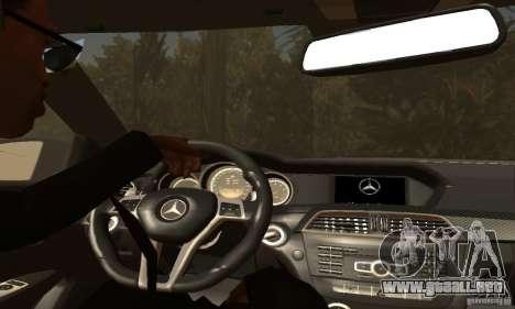 Mercedes-Benz C63 AMG para las ruedas de GTA San Andreas