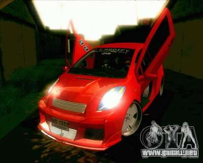 Toyota Yaris para GTA San Andreas left