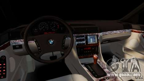 BMW 750iL E38 Light Tuning para GTA 4 vista hacia atrás