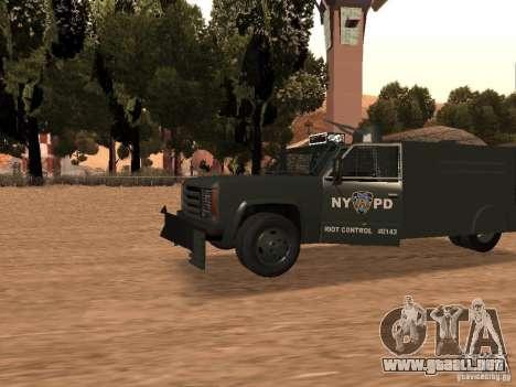 GMC SIERRA 3500 para GTA San Andreas left