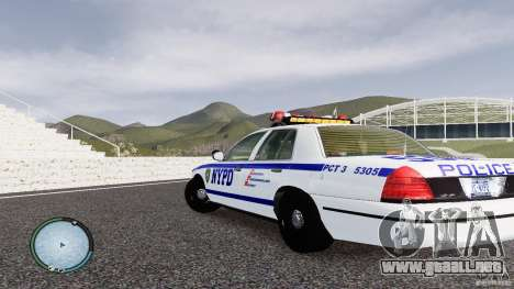 Ford Crown Victoria 2003 NYPD para GTA 4 Vista posterior izquierda