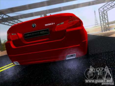 BMW 550i 2012 para GTA San Andreas vista posterior izquierda