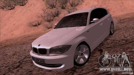 BMW 120i 2009 para GTA San Andreas vista posterior izquierda