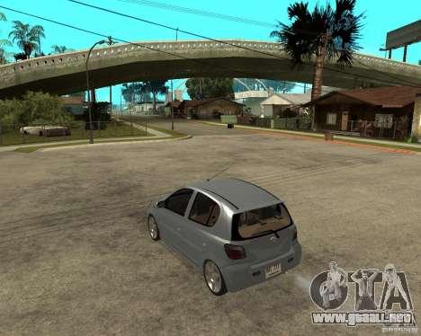 Toyota Vitz para GTA San Andreas left
