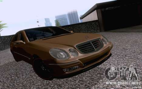 Mercedes-Benz E55 AMG para GTA San Andreas left