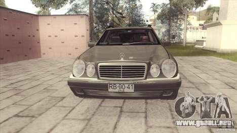 Mercedes-Benz E320 Funeral Hearse para GTA San Andreas vista posterior izquierda