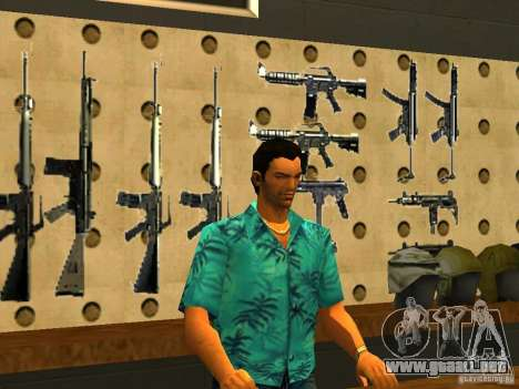 Tommy Vercetti en AMMU-NATION para GTA San Andreas