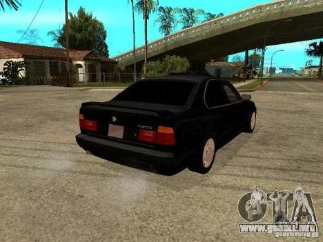 BMW e34 525 para GTA San Andreas vista posterior izquierda
