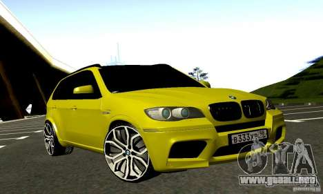 BMW X5M oro para GTA San Andreas vista hacia atrás