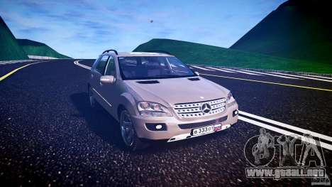 Mercedes-Benz ML 500 v1.0 para GTA 4 vista hacia atrás