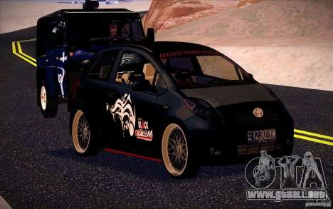 Toyota Yaris para GTA San Andreas left