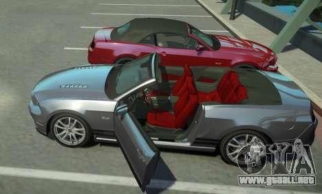 Ford Mustang GT Convertible 2013 para GTA 4 vista hacia atrás