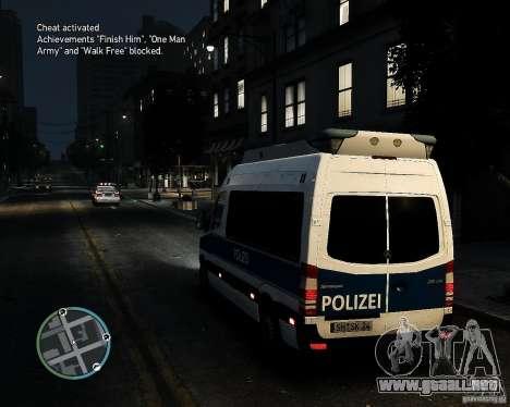 Mercedes Sprinter German Police para GTA 4 Vista posterior izquierda