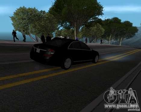 Mercedes Benz S500 w221 SE para GTA San Andreas left