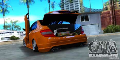 Mercedes-Benz C63 para GTA San Andreas left