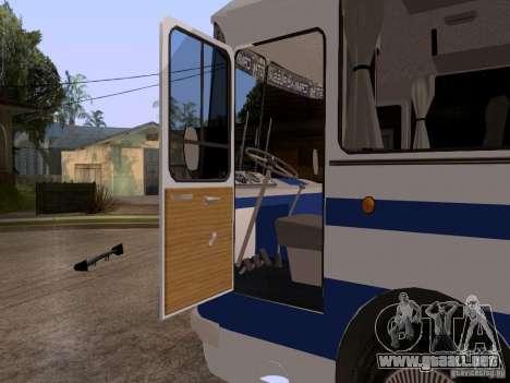 LAZ 697R para GTA San Andreas vista hacia atrás
