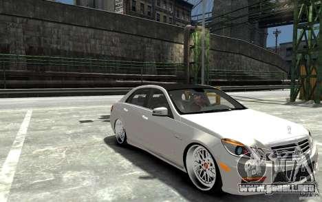 Mercedes Benz E36 AMG 2010 para GTA 4 vista hacia atrás