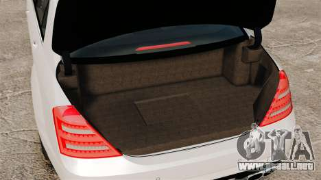 Mercedes-Benz S65 W221 AMG Stock v1.2 para GTA 4 vista interior