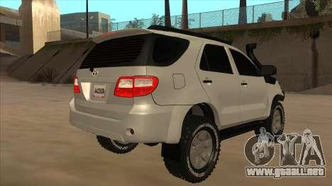 Toyota Fortunner 2012 Semi Off Road para la visión correcta GTA San Andreas