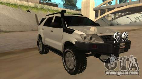 Toyota Fortunner 2012 Semi Off Road para GTA San Andreas left