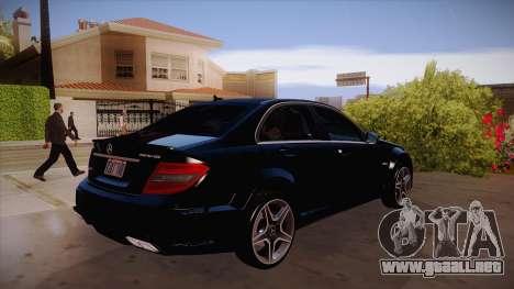 Mercedes-Benz C 63 AMG para GTA San Andreas vista hacia atrás