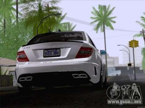 Mercedes-Benz C 63 AMG para GTA San Andreas vista posterior izquierda