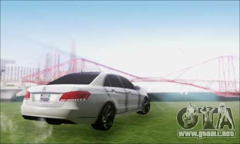Mercedes-Benz W212 AMG v2.0 para GTA San Andreas left