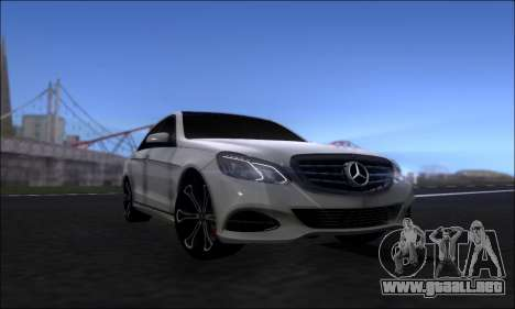 Mercedes-Benz W212 AMG v2.0 para la visión correcta GTA San Andreas