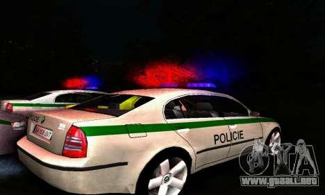 Skoda Superb POLICIE para GTA San Andreas vista posterior izquierda
