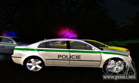 Skoda Superb POLICIE para GTA San Andreas left