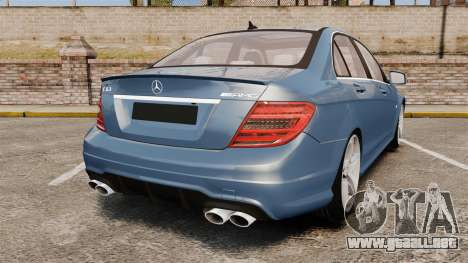 Mercedes-Benz C63 AMG 2013 para GTA 4 Vista posterior izquierda