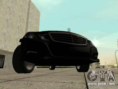 Mercedes-Benz w212 E-class Estate para GTA San Andreas left