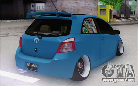 Toyota Yaris Hellaflush Young Child para GTA San Andreas vista posterior izquierda