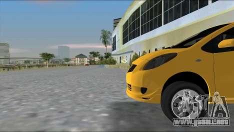 Toyota Yaris para GTA Vice City vista lateral izquierdo