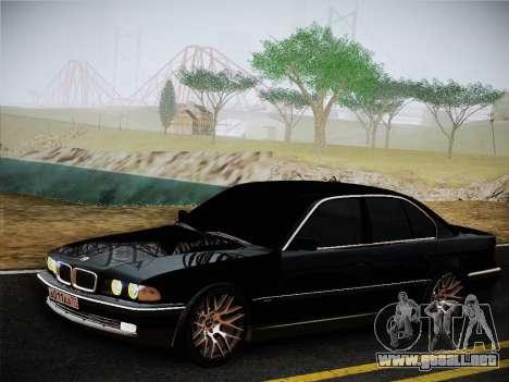 BMW 730d E38 1999 para GTA San Andreas vista posterior izquierda
