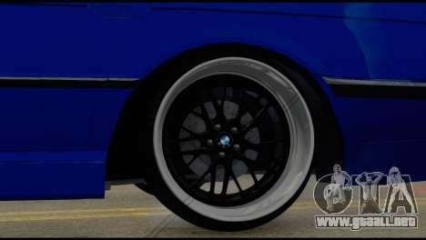 BMW 740i E38 para GTA San Andreas vista posterior izquierda