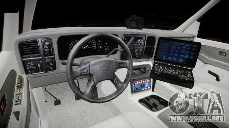 Chevrolet Suburban Undercover 2003 Black Rims para GTA 4 vista hacia atrás
