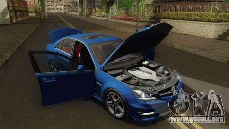 Mercedes-Benz C63 AMG Sedan 2012 para la visión correcta GTA San Andreas