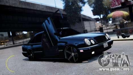 Mercedes-Benz E55 AMG para GTA 4 vista hacia atrás