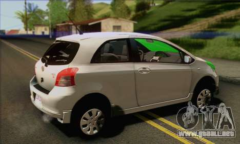 Toyota Yaris Shark Edition para GTA San Andreas left