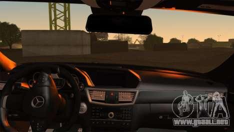 Mercedes-Benz E63 AMG 2014 para GTA San Andreas vista posterior izquierda