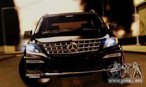 Mercedes-Benz ML63 AMG para la visión correcta GTA San Andreas