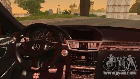 Mercedes-Benz E250 para GTA San Andreas vista posterior izquierda