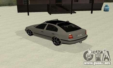 Skoda Octavia Winter Mode para GTA San Andreas vista posterior izquierda